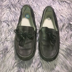 UGG MEN'S CHESTER LEATHER LOAFERS
